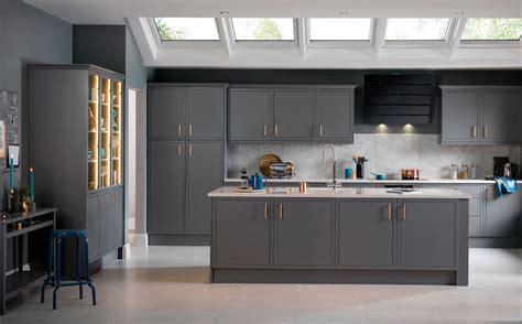 mod鑞e de cr馘ence pour cuisine simple repeindre sa cuisine en gris murs ilot central et