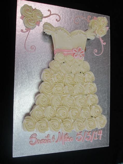 pull apart cupcake cake for bridal shower 25 best ideas about wedding dress cupcakes on