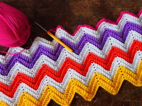 zig zag crochet pattern how to zali zig zag chevron blanket free crochet pattern