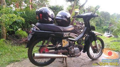 Lu Tembak Buat Motor Bebek nunggang motor bebek jadul tapi helm fullface masalah buat elo setia1heri