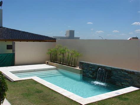 piscina familiar muro revestimiento en piedra lengua