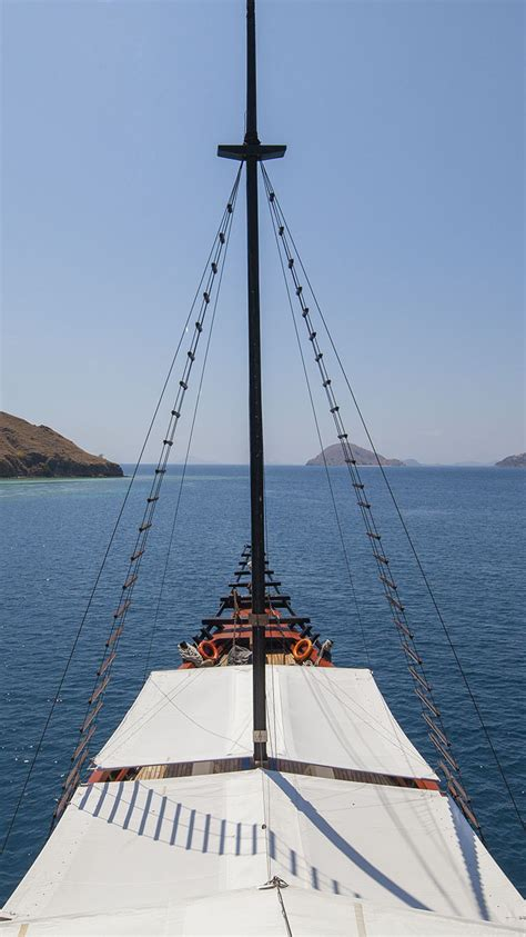 yacht sourcing voyage luxury yacht charter to sail indonesia exotic destinations