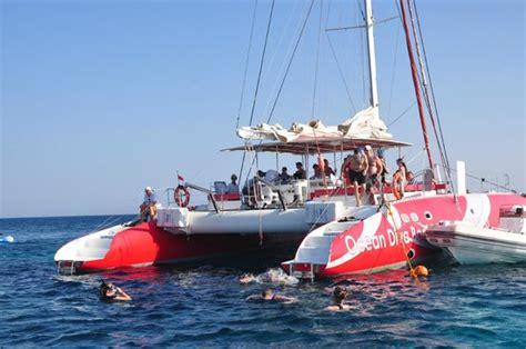 tolles team picture of ocean diva catamaran sailing - Catamaran Trips El Gouna