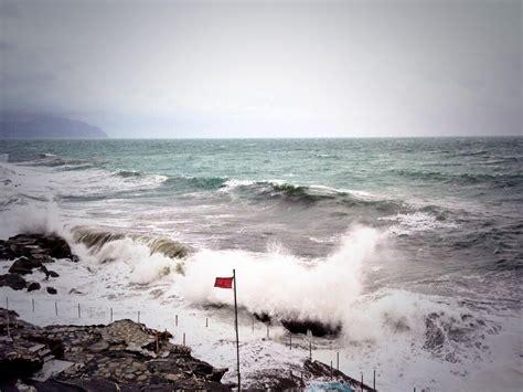 previsioni porto recanati maltempo violenta mareggiata a porto recanati chalet