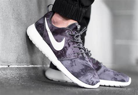 Sepatu Nike Roshe One Nike Roshe One Print Grey Classic Grey
