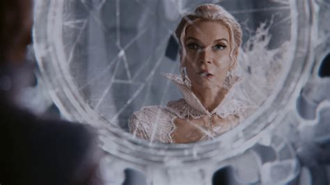 Elsa Broken White breaking glass once upon a time podcast 165