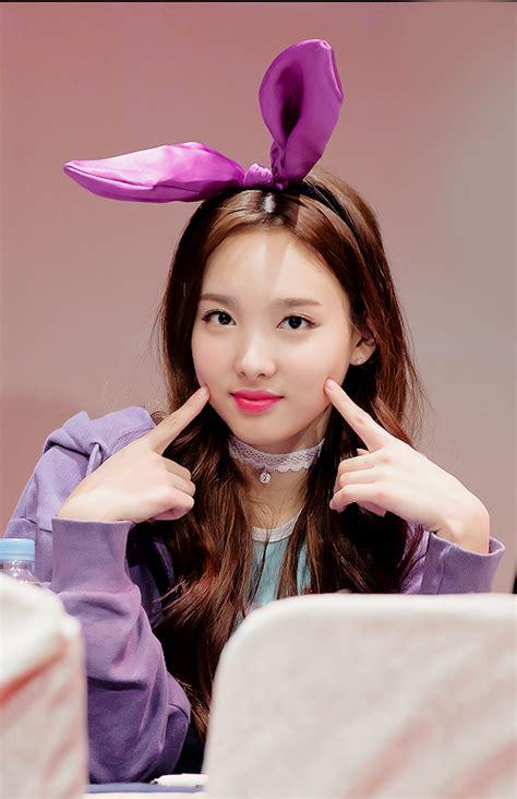 twice adalah kumpulan foto foto im nayeon twice seputar k pop
