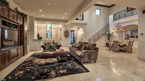 the living room bristol palin sells six bedroom mansion in arizona for 2 3million daily mail