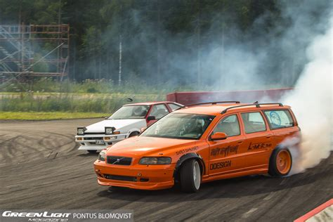 volvo drift car epic tandem battle between a volvo v70 and a trueno