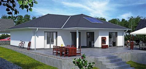 bungalow beispiele fassadenfarbe beispiele gestaltung bungalow nzcen