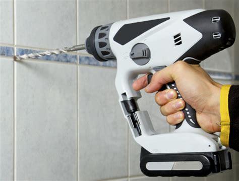 fliesen bohren tipps duschkabine montieren top 5 fragen zur duschen montage