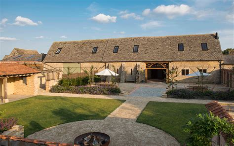 barn wedding venues in south wedding venues in south west oxleaze barn uk wedding