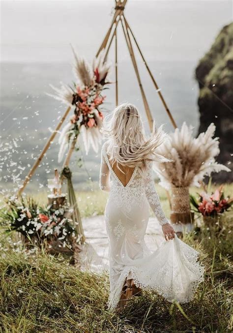 Hot Wedding Trend: Boho Chic Triangle Wedding Arches