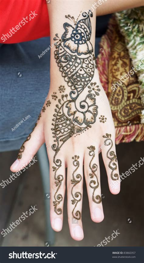 muslim tattoo images muslim lady hand being decorated henna stock photo