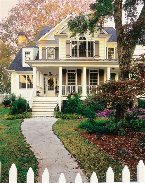 oh gosh i want a white picket fence yellow house with