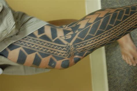 traditional hawaiian tattoo artist strikes back at