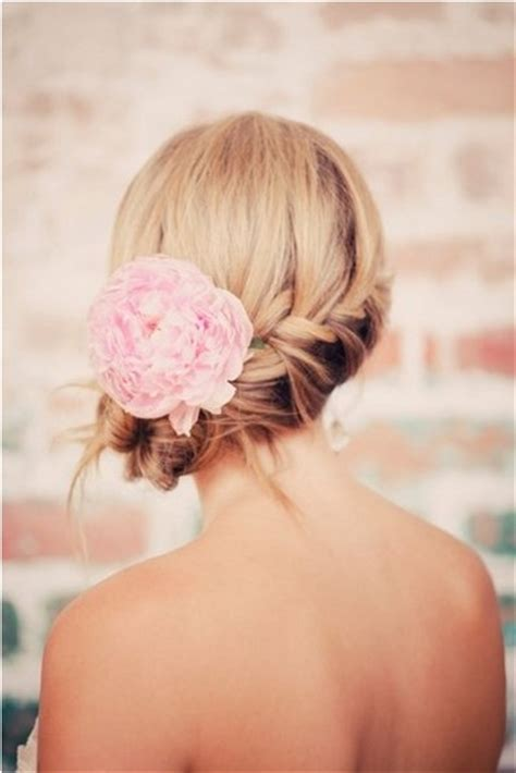 5 fantastic wedding hairstyles with flower