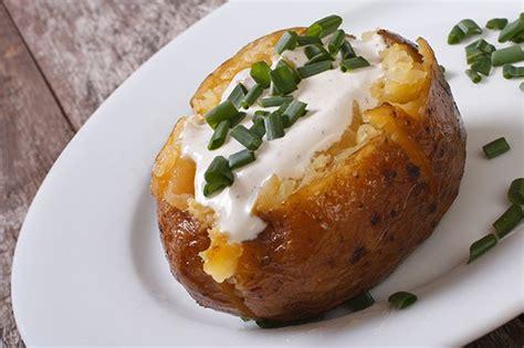 Sauce Saumon Grillé by Baked Potatoes Im Backofen Mit Sauerrahm F 252 Llung Rezept