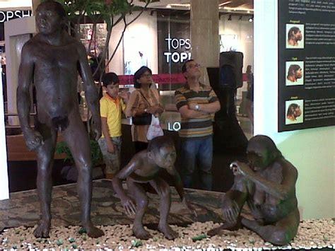 Fosil Kerang Purba manusia purba lepas di mal kota kasablanka