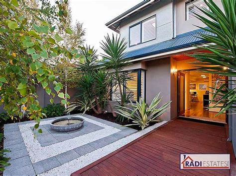 Small Ranch Homes photo of a tropical garden design from a real australian