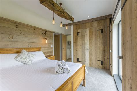 Cottage Breaks With Tubs by Signature Lodge Woods Park