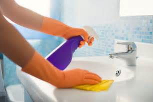 How To Make Natural Bathroom Cleaner Bathroom Cleaning Tips Popsugar Moms