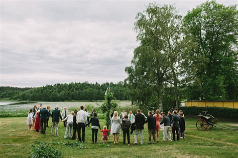 Outside Wedding Photography by Wedding Photographer S 246 Dermanland Barbeque Outside The