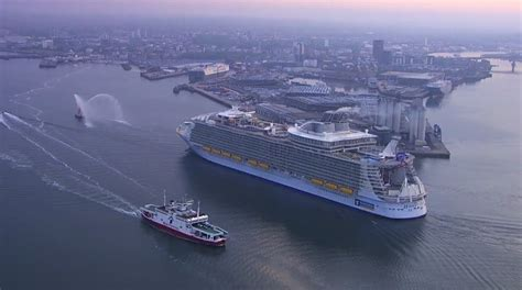 largest cruise ship biggest cruise ship in the world video looks punchaos com