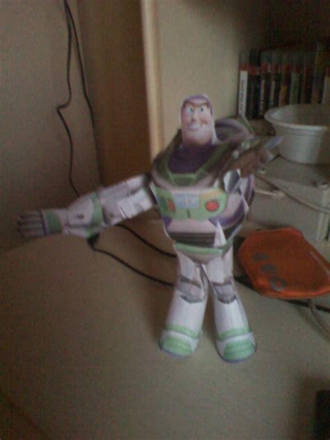 Buzz Lightyear Papercraft - buzz lightyear paper model by markz92 on deviantart
