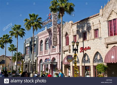 hollywood boulevard food hollywood boulevard buildings and tourists at universal