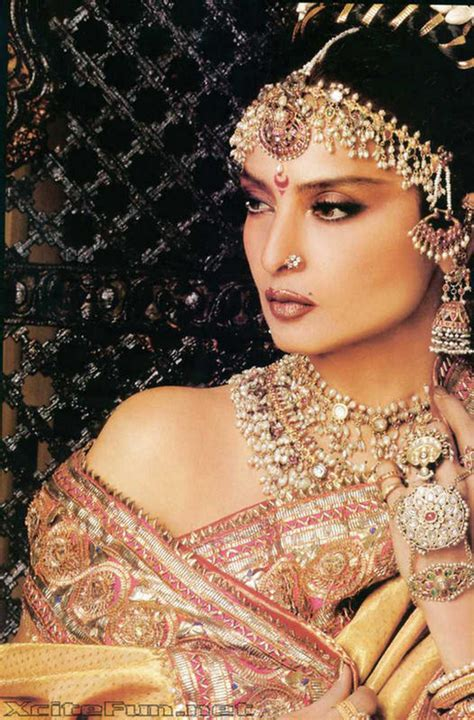rekha biography in hindi rekha the diva of bollywood biography n photo gallery