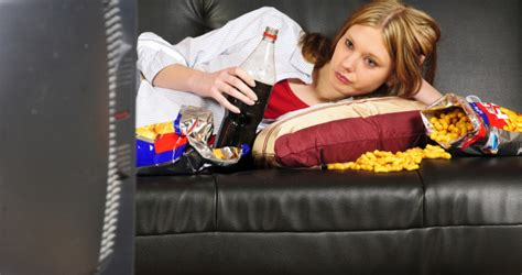 woman eats couch breakfast theeverydayrd com