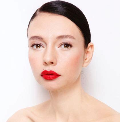 Lipstik Inez Merah Tua tips mengaplikasikan lipstik warna merah tanpa terlihat menor