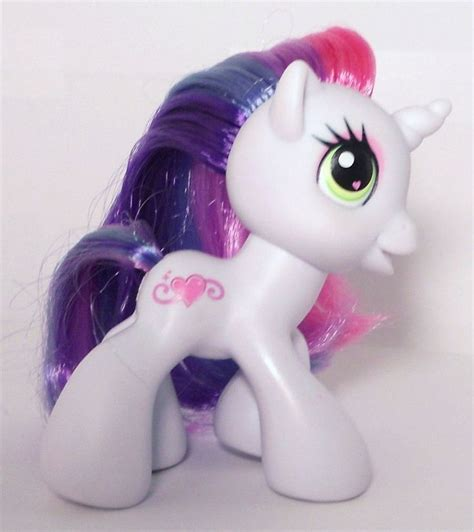 Mainan My Pony Light Up Yellow mlp sweetie is a 3 inch white unicorn pony with