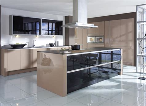 Charmant Modeles De Cuisines Modernes #5: portes-brunes-brillantes.jpg