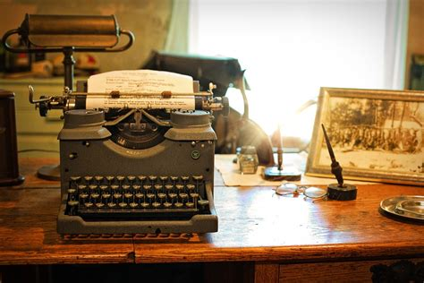 Schreibtische Vintage by Free Photo Typewriter Desk Vintage Retro Free Image