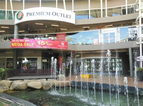 Premium Outlet   Picture of The Avenue Shopping Mall