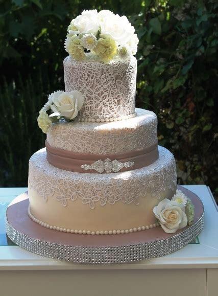 Hochzeitstorte Creme by Cappuccinofarbene Tortenkunst Cappuccinofarbene