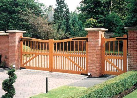 cancelli giardino cancello in legno per esterno