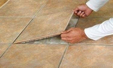 rimuovere fughe piastrelle rimuovere le piastrelle piastrelle