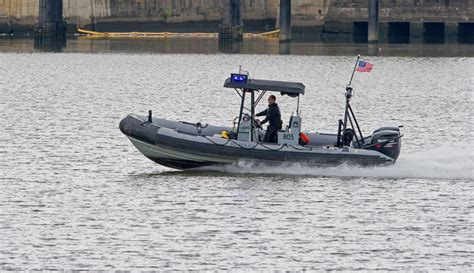 washington dc police boat shooting at washington dc navy yard