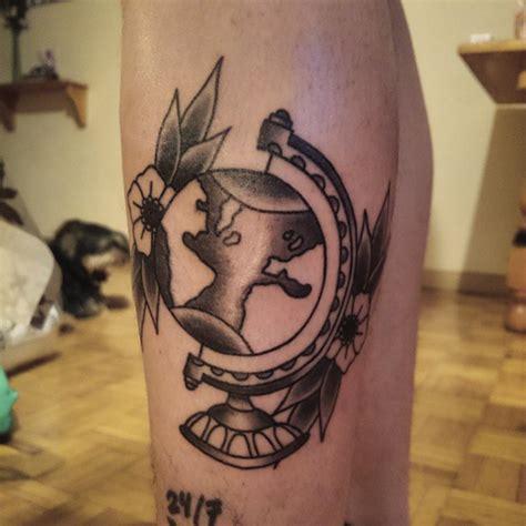 tattoo mata mundo e bola del mundo