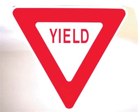 yield sign color iwhat color is a yeild sign yahoo answers