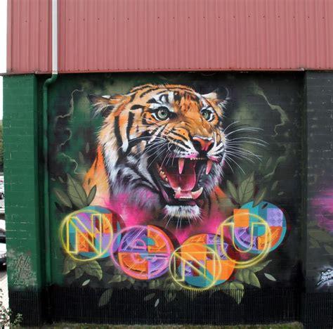 lukisan mural keren  jalanan oleh seniman xav