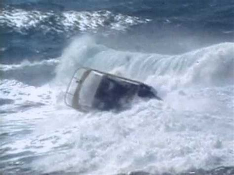 boat sinks in jupiter inlet boat capsized near great barrier reef 4365