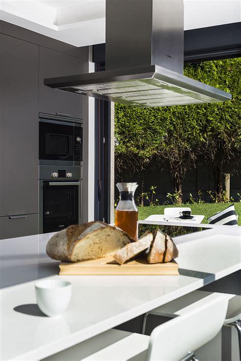 muebles de cocina en a coru a una cocina abierta al jard 237 n por santiago interiores