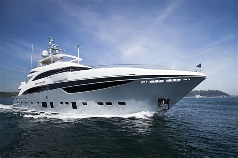 40m to feet princess 40 meter tri deck motoryacht comes to the us