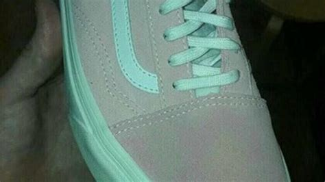 why are different colors are seeing this shoe as 2 completely different colours