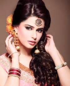 Wedding Chunni 21 Gorgeous Indian Bridal Hairstyles Indian Makeup And Beauty Blog Beauty Tips Eye Makeup