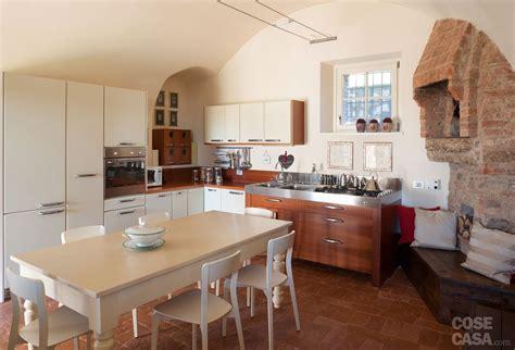 interni casa moderni una casa con ambienti moderni a sfondo rustico cose di casa